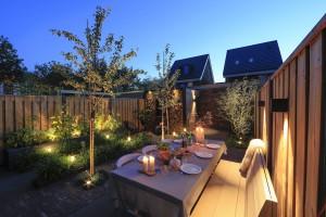 tuinspotjes toevoegen aan de tuin